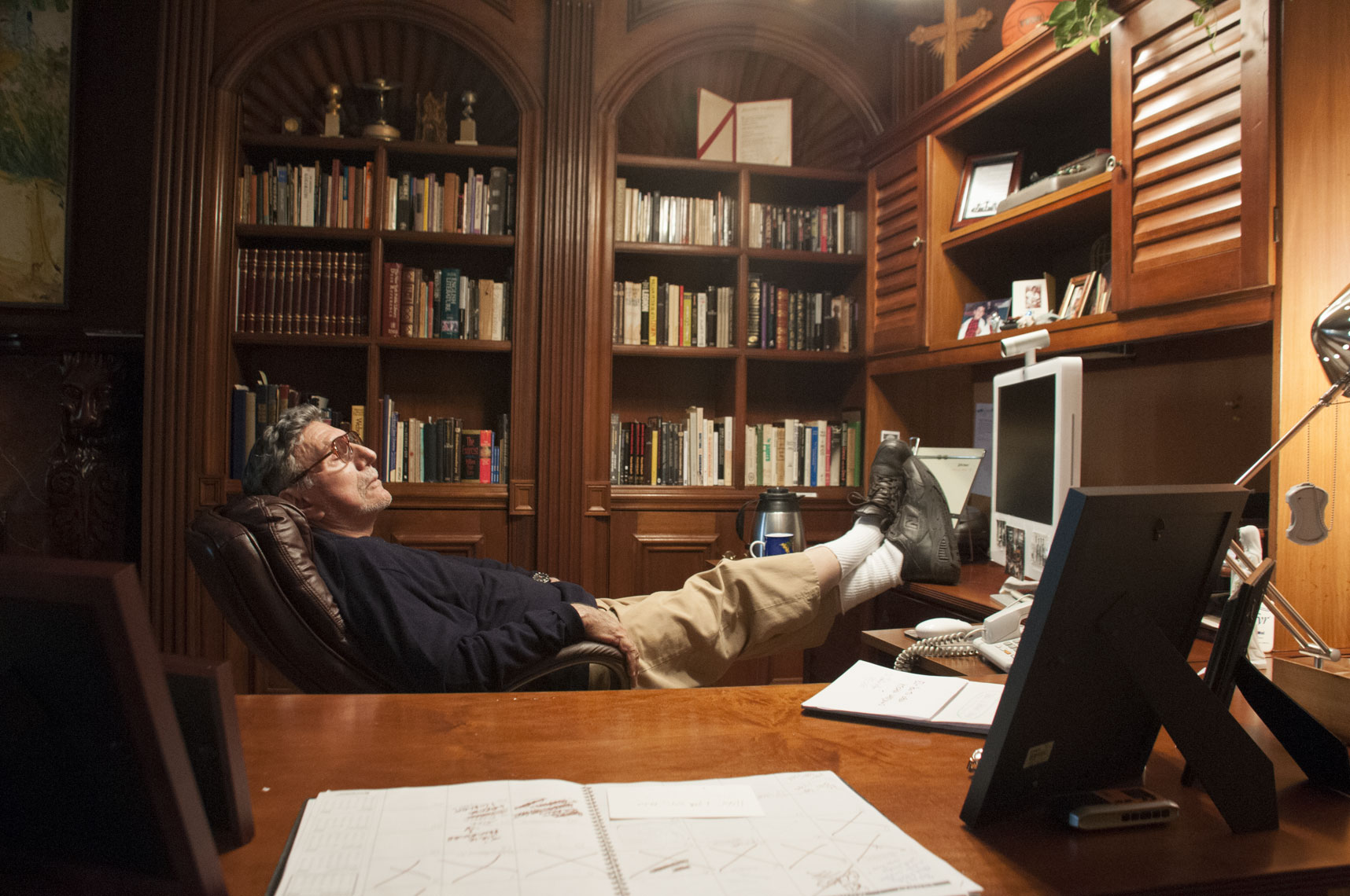 Writer-William-Peter-Blatty-in-his-office