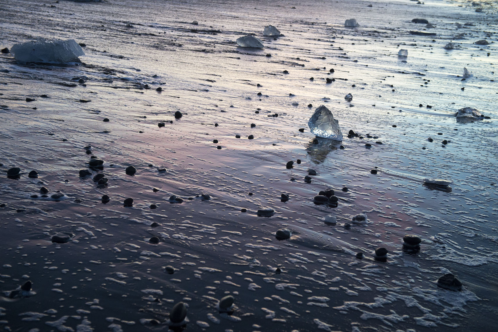 diamond-ice-and-volcanic-stones-on-Diamond-Beach