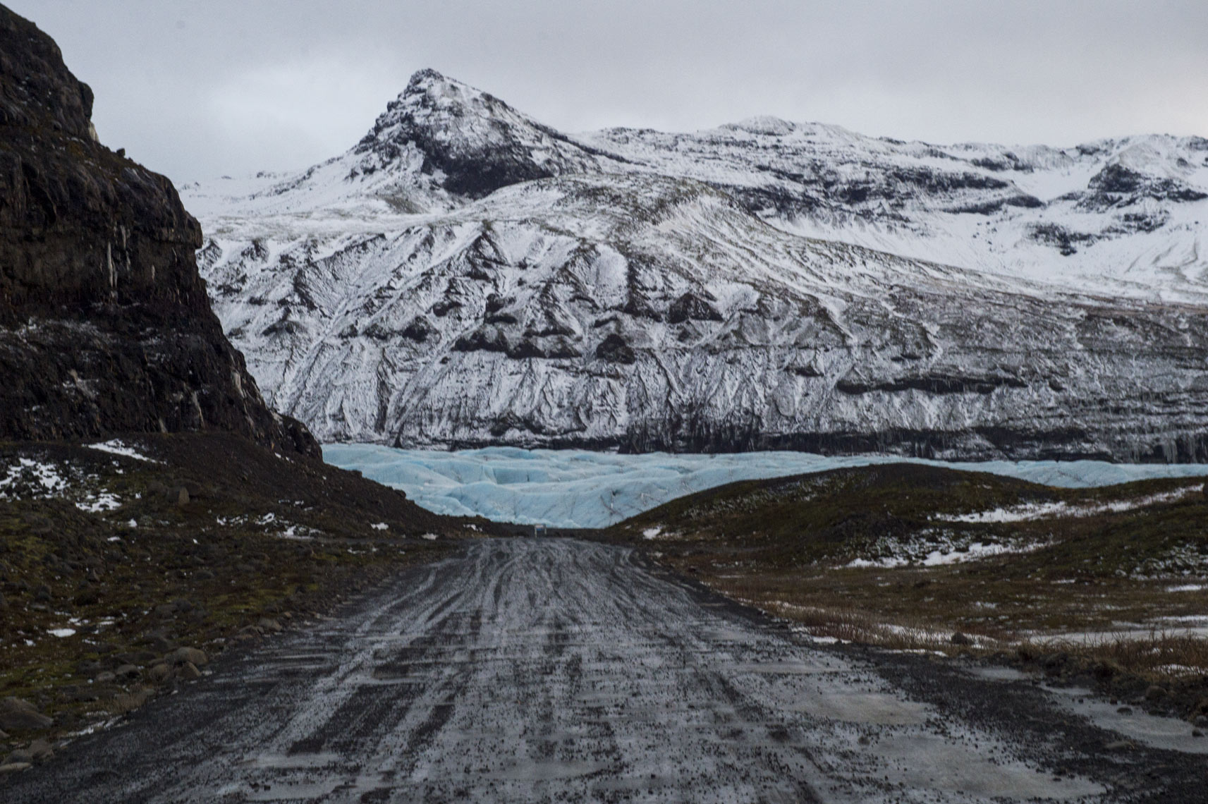 glacier-meets-the-road-in-Iceland