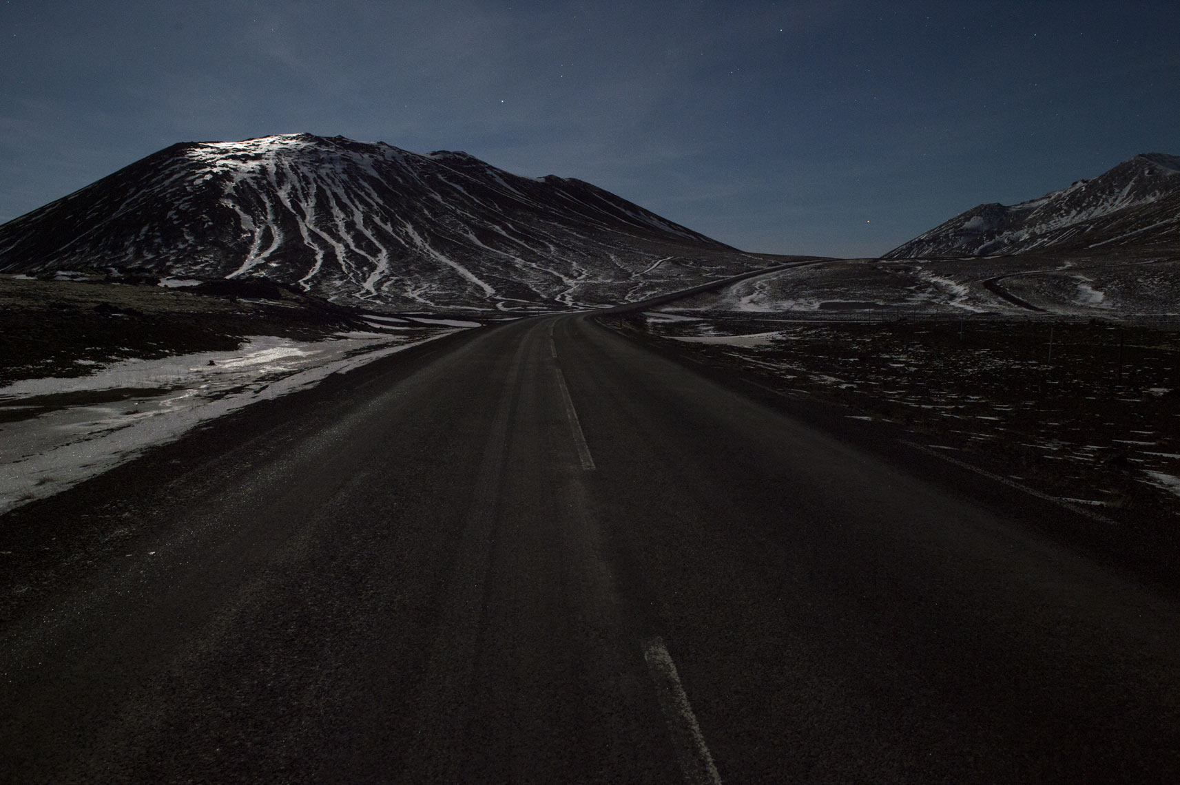 iceland-winter-road-at-night
