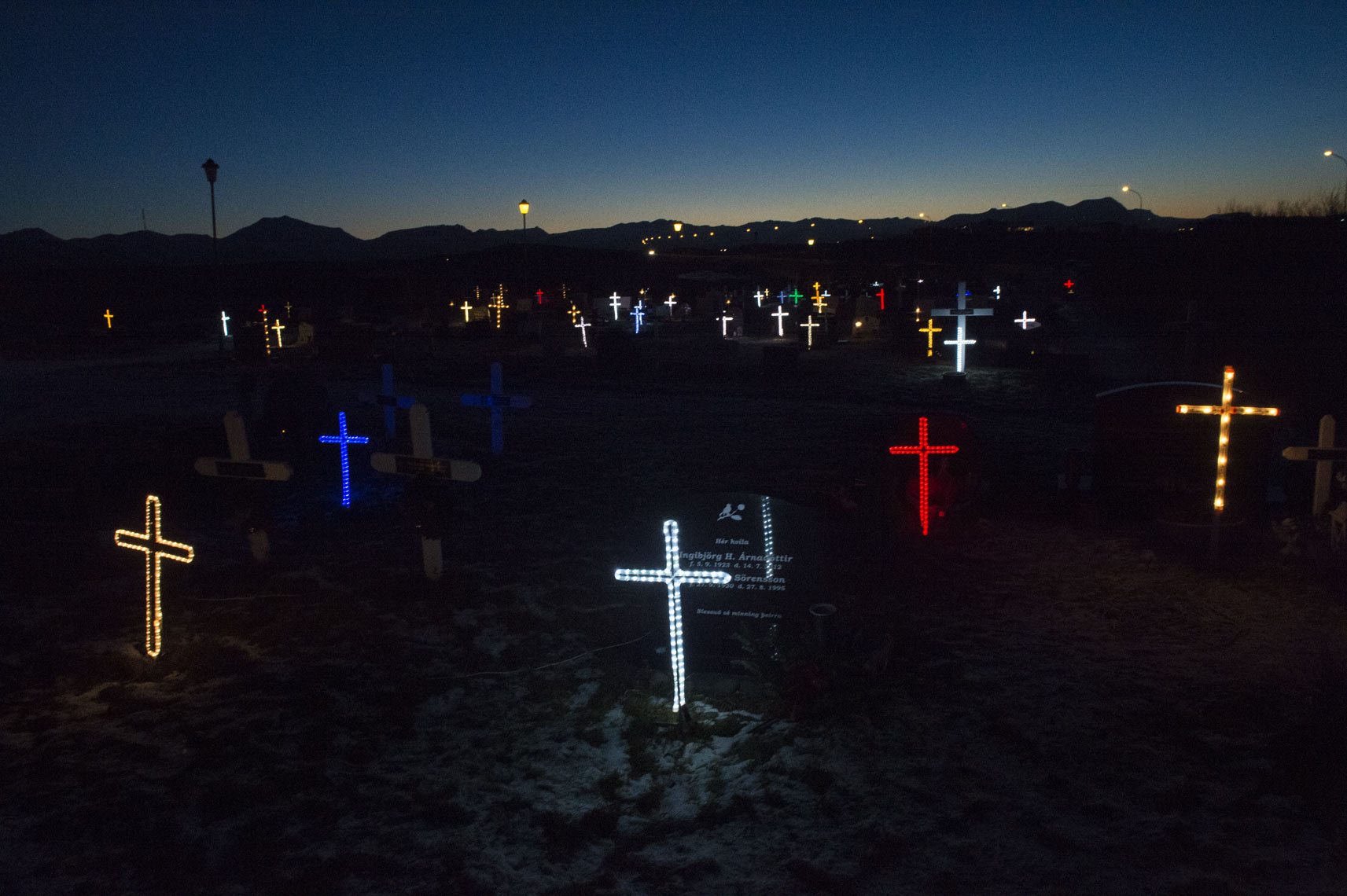 icelandic-winter-illuminated-cemetery