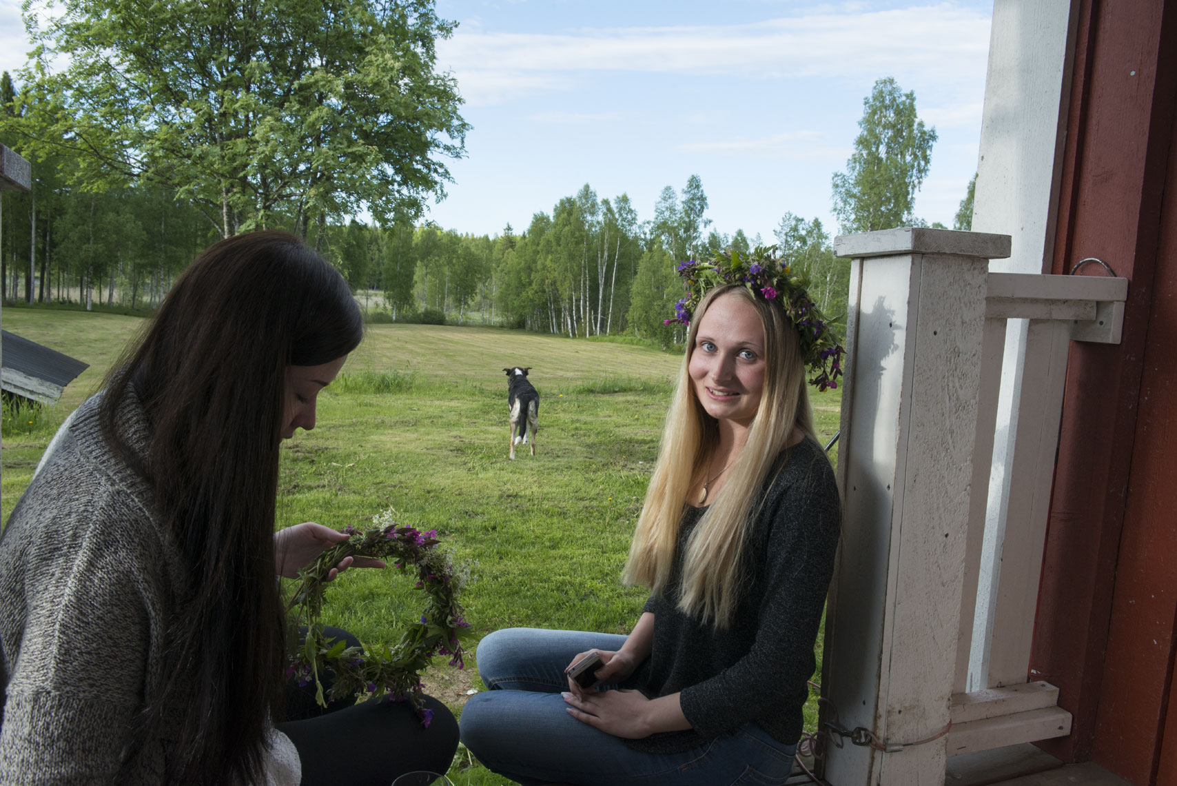 swedish-midsummer-girls