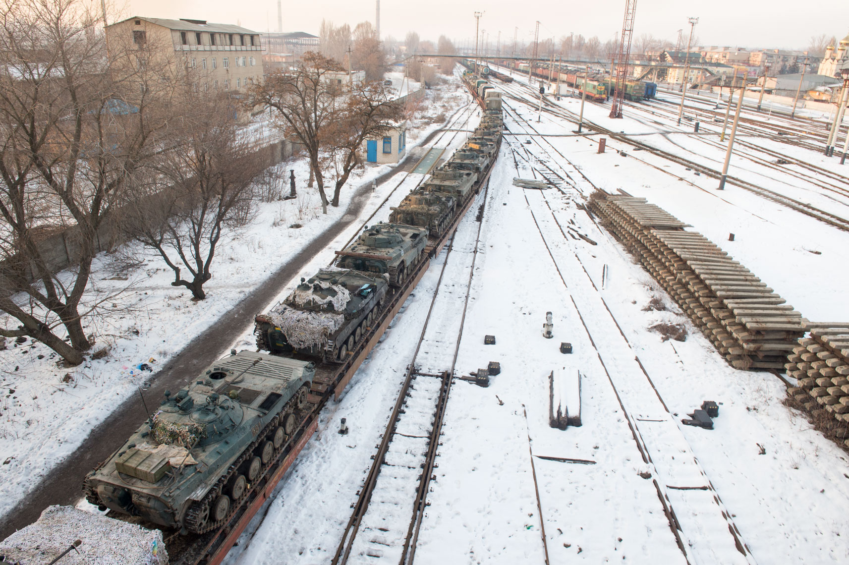 tanks-on-tracks-in-Kostyantynivka