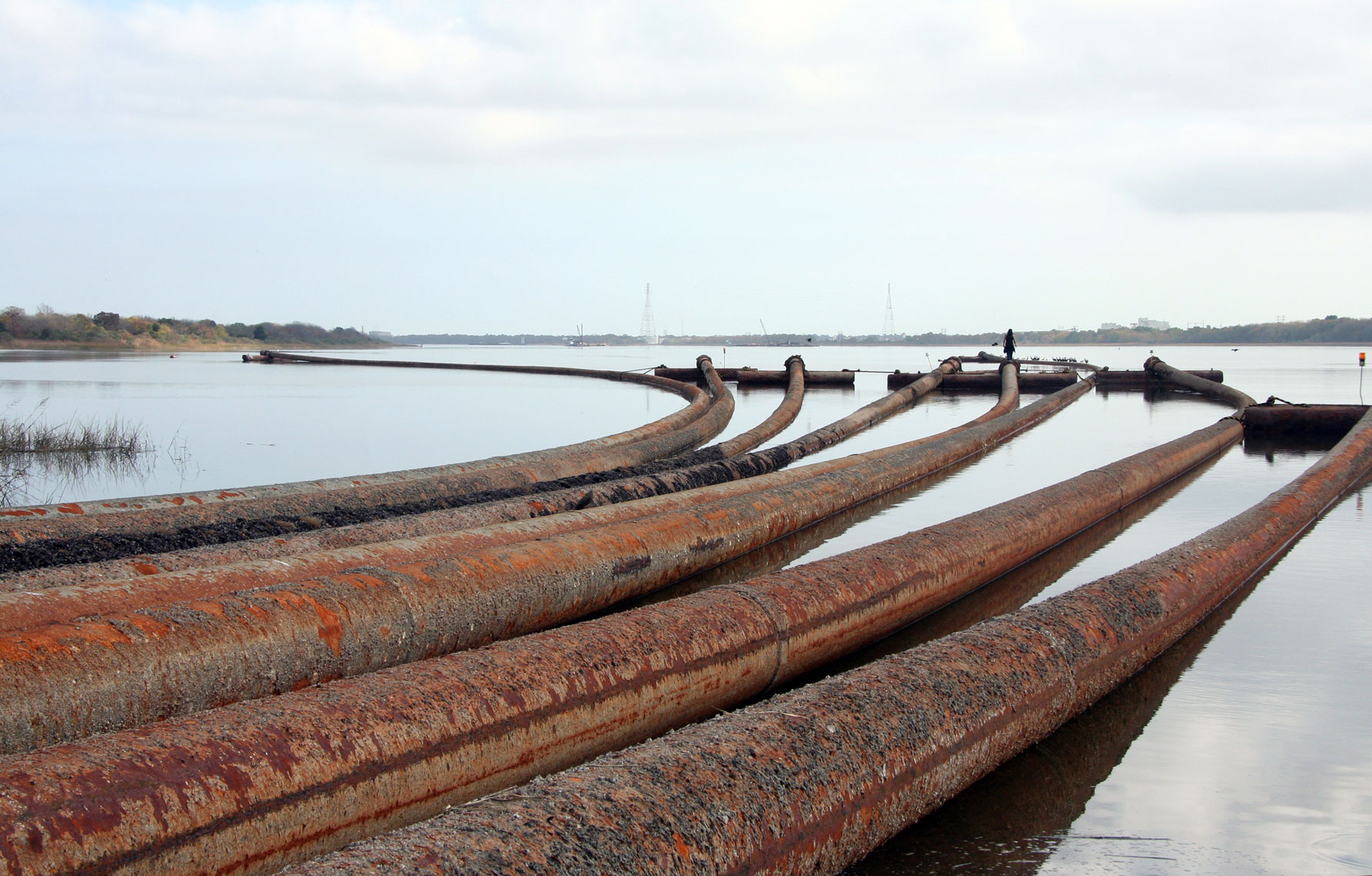 walking-along-the-dredge-pipes