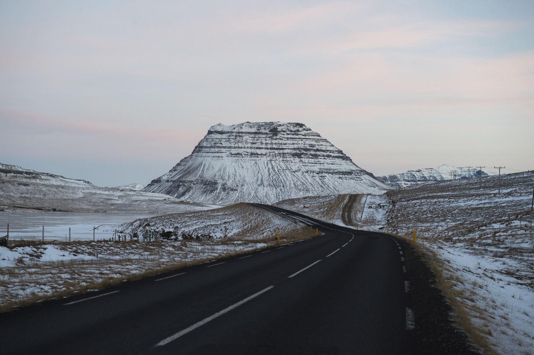 winter-road-to-kirkjufell
